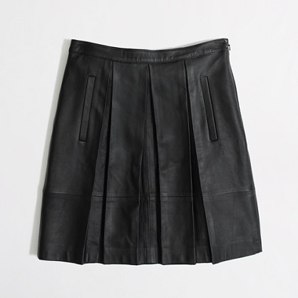 Leather pleated skirt with pockets.
