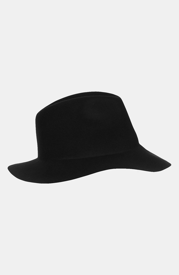 Love a good floppy fedora!