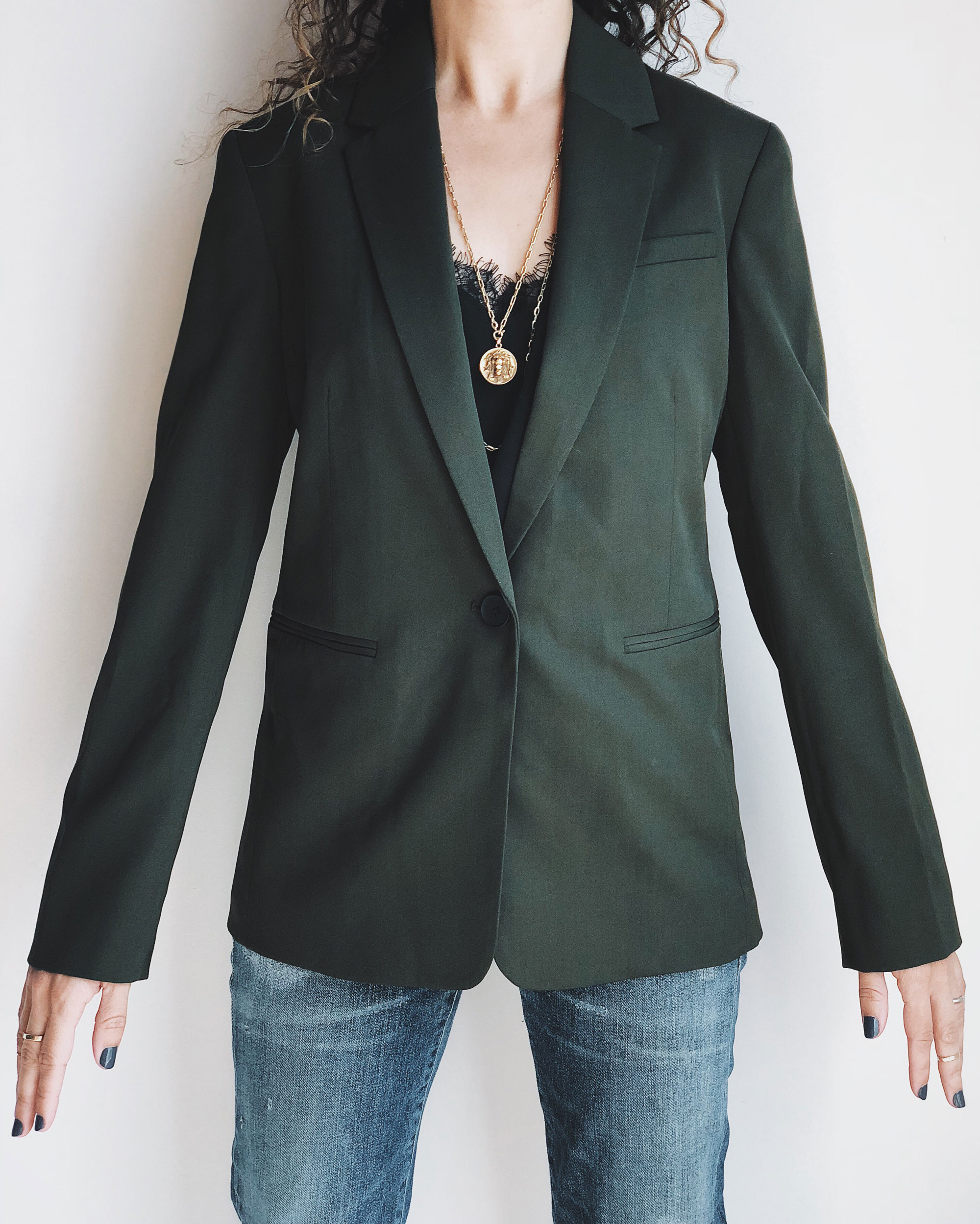 """10c57a42006b I'm wearing the Everlane Italian GoWeave Classic Blazer in """"Surplus"""", size  00. As always, my measurements for comparison can be found here."""